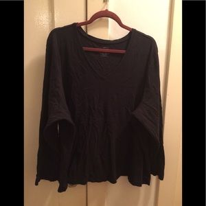 Plus size v-neck long sleeve tee